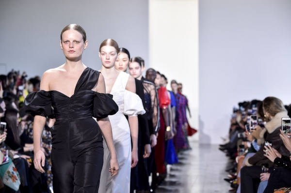 volare-in-jet-alla-london-fashion-week-2020-2